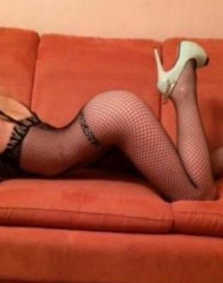 Вика — проститутка с большими формами, 20 лет