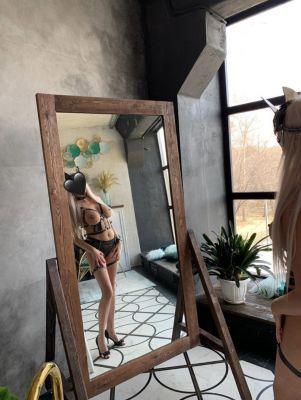 Анна  — проститутка с большой грудью